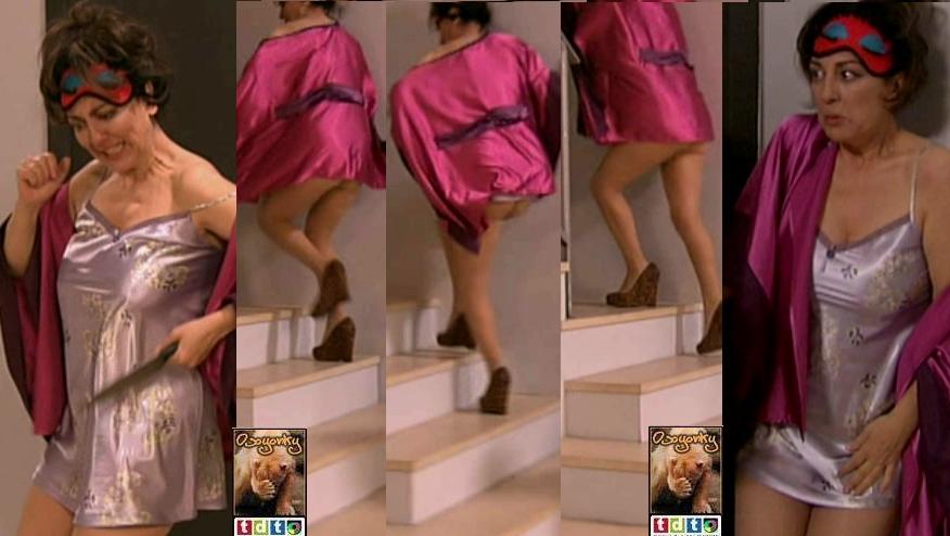 Isabel Ordazcamisonpezones Y Enseñando El Culo Subiendo Escalera